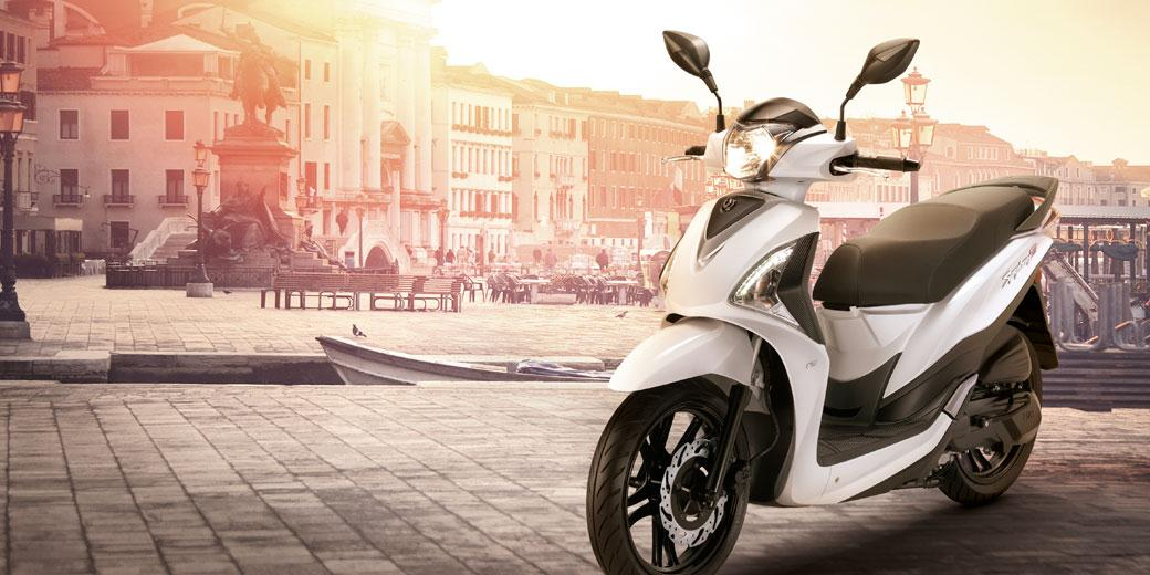 SYMPHONY 125 ST Style et Technologie Élégant et sophistiqué, le Symphony 125 ST est une nouveauté en termes de design, ergonomie, technologie et richesse d'équipements.